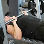 Analysis Evaluate: Ought to You Bench Press with a Smith Machine or a Barbell?
